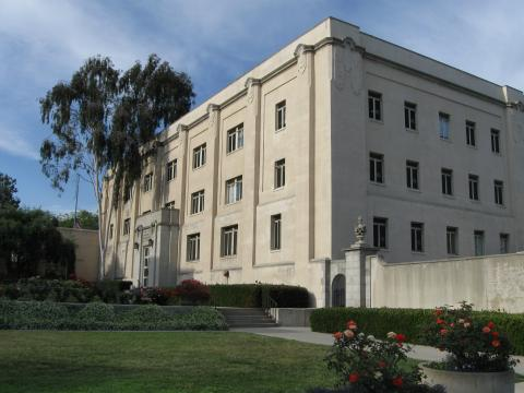 Sloan Laboratory, built on the site of the old High Voltage Research Laboratory, where many Caltech physicists did their research. Photo courtesy of Antony-22 via Wikimedia Commons.