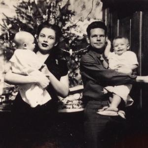 Robert Keen celebrating Christmas with his family, Los Alamos, 1945