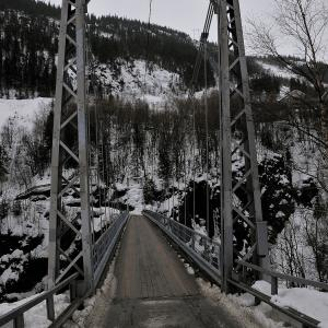 Bridge to Vemork Plant. Photo by martin_vmorris (Norsk Hydro power plant, Rjukin, Norway) [CC BY-SA 2.0 (http://creativecommons.org/licenses/by-sa/2.0)], via Wikimedia Commons.