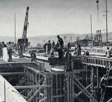 Construction workers building the K-25 Plant